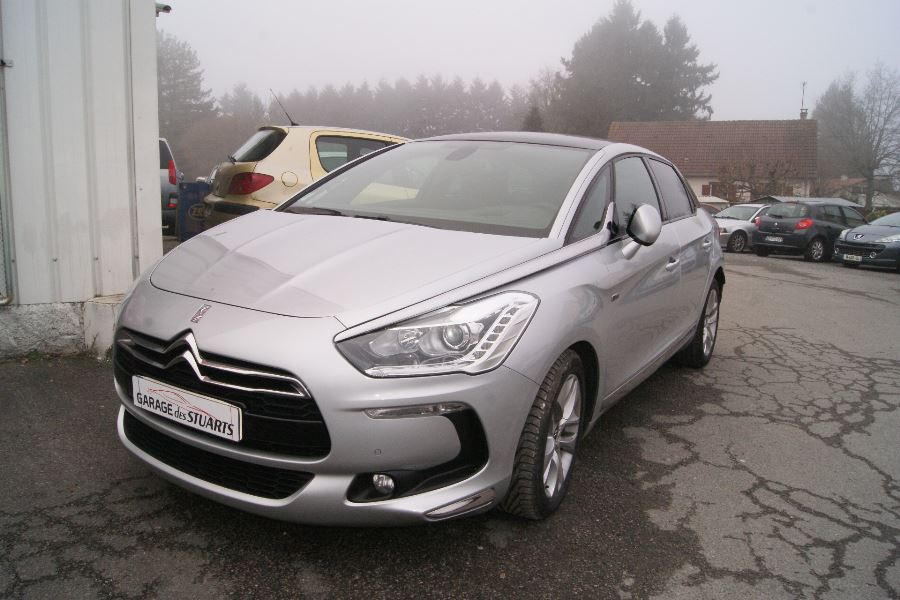 voiture citro n ds5 hybrid4 airdream so chic bmp6 occasion hybride 2013 49900 km 18990. Black Bedroom Furniture Sets. Home Design Ideas
